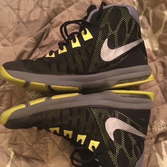 77aac9c3810e Youth Nike Air Devosion Boys Shoes Size 6. M 5c564ffaa5d7c6ef63125890